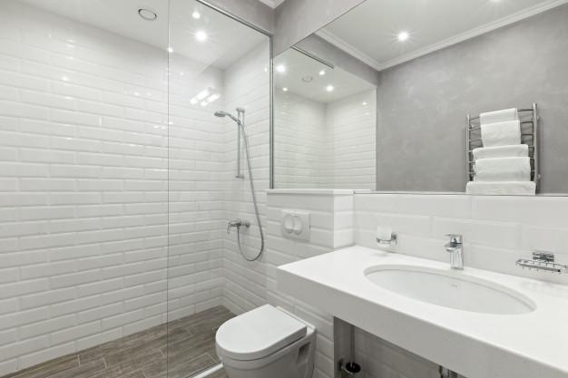 V obnovi kopalnice je močno vključen keramičar
