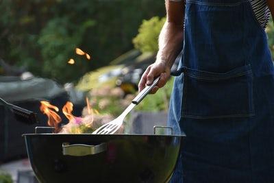 Žar na oglje daje mesu poseben okus